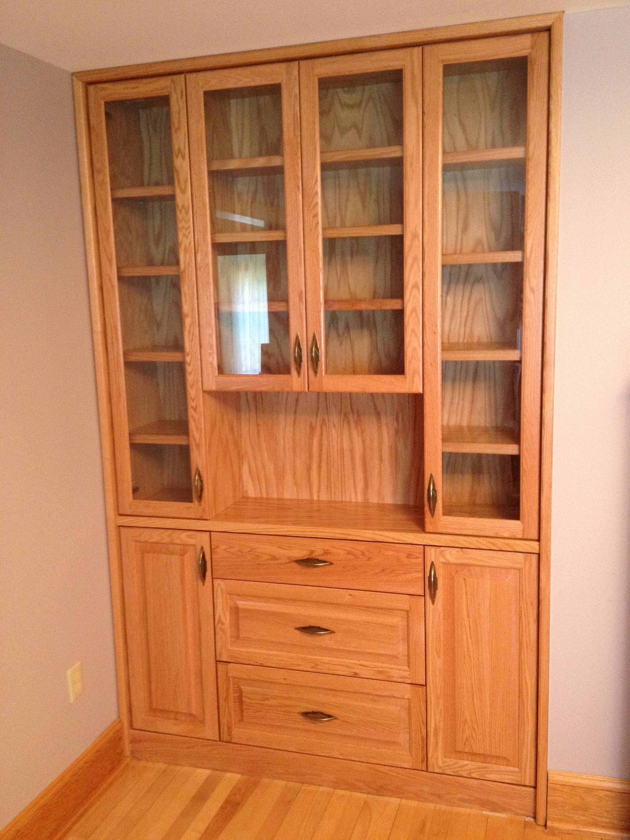 Built in china cabinet grand design for Built in cabinet design